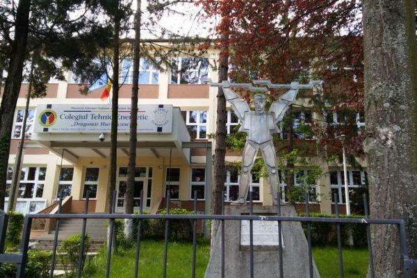 statuia-energeticianului-1E3F65079-8D03-A30D-B291-7C0269C797F6.jpg