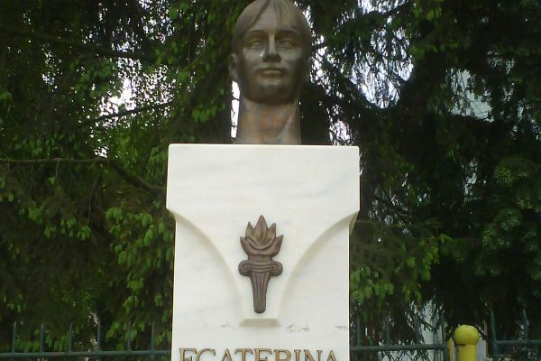 ecaterina-szabo352631DD-A057-73B5-B261-25BB096C4259.jpg