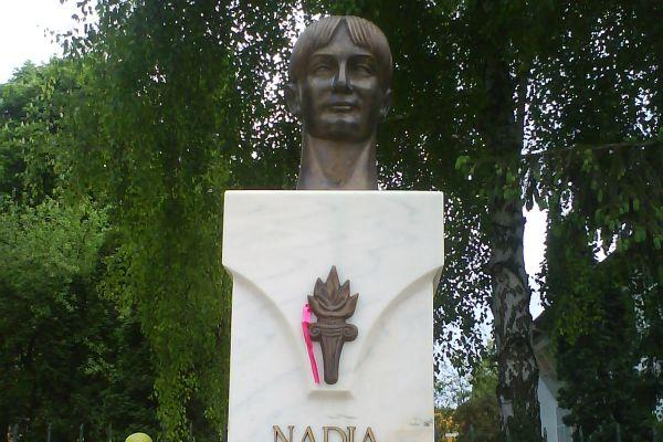 nadia-comaneci21CBD3F5-23F8-9EC4-23D4-604D5007B219.jpg
