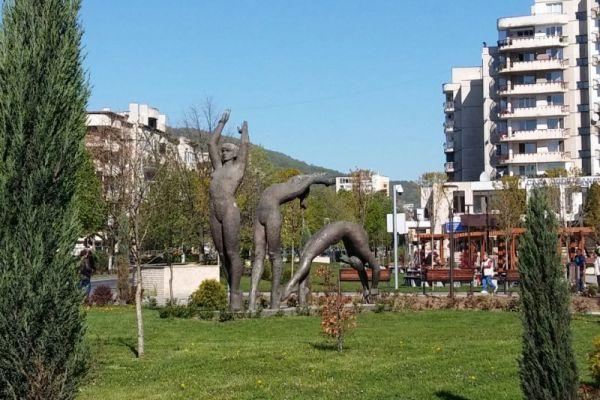 ansamblul-statuar-gimnaste-315767849-7FF5-D29A-4203-68B5BF78922F.jpg