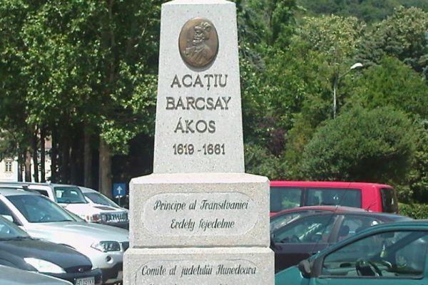 monumentul-lui-acatiu-barcsay-14F72FD40-2C36-8315-096C-5841B0958946.jpg
