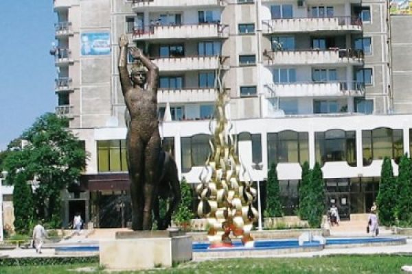 monumentul-flacara-olimpica-3EC2BF266-81E1-0536-05A7-28DBD541A7E1.jpg